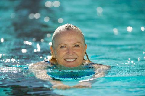 Cómo adelgazar nadando