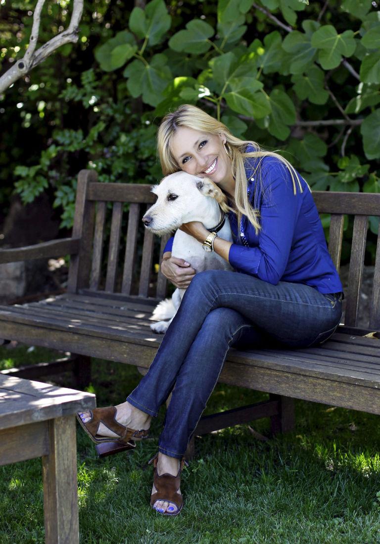 Imagen de Marta Robles y su perro